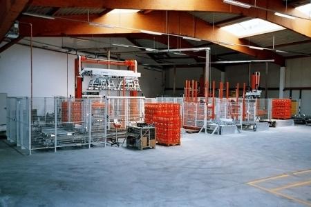 Lager und Produktionshalle